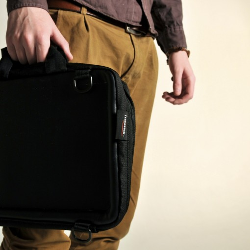 Man carrying a Trabasack Mini in a briefcase style